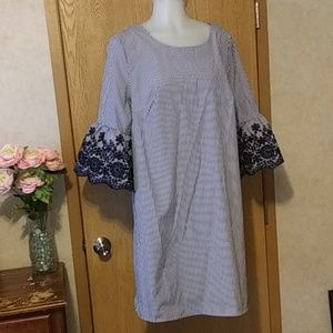 Cotton dress/bell sleeves